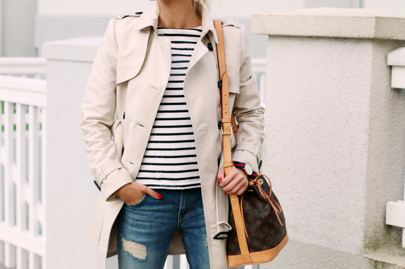 Outfit Casual Style Zara Trenchcoat Rayban Aviator Distressed Jeans Striped Shirt Joe Fresh 2