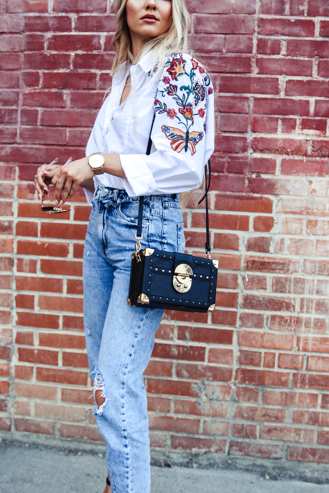 0c9eeae4 outfit embroidered blouse mom jeans amp coffer bag feel