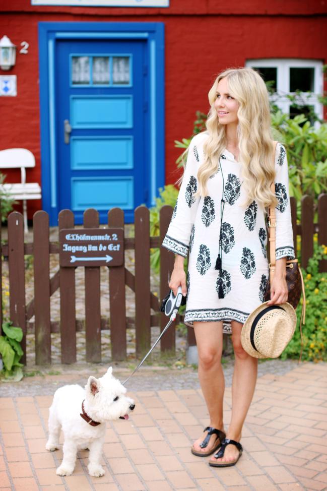 erstklassiges echtes Laufschuhe Geschicktes Design Summer-Outfit-Tunika-Dress-Black-and-White-Tassel-Pattern ...