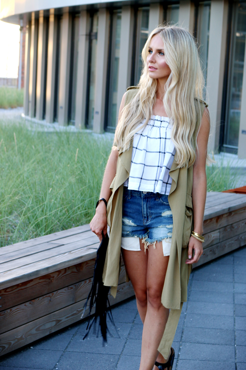 One Piece Two Ways Casual Green Sleeveless Coat Jeans Shorts Zara top birkenstock