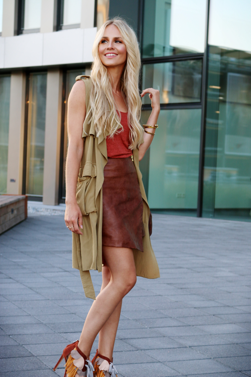 Outfit-Green-Sleeveless-Coat-Asymmetrical-Leather-Skirt-Fringe-Heels-Zara