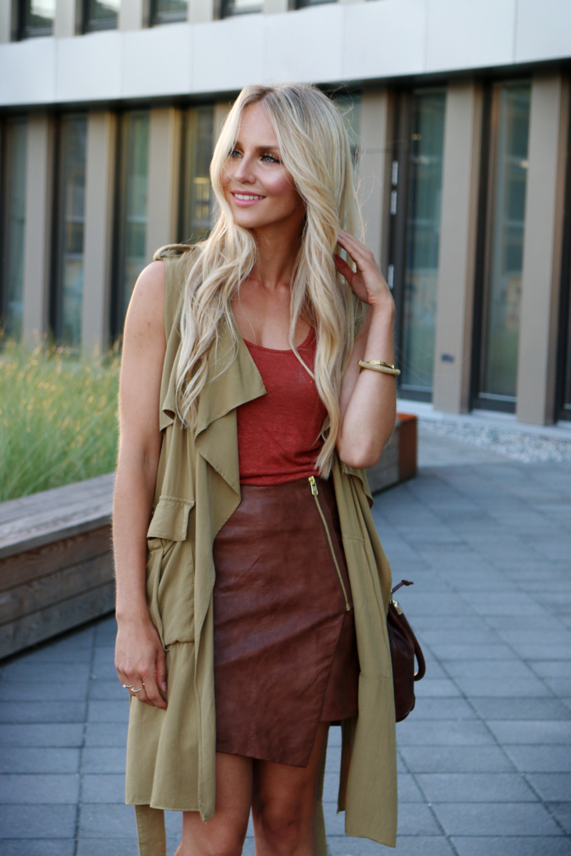Outfit Green Sleeveless Coat Asymmetrical Leather Skirt Fringe Heels Zara 5