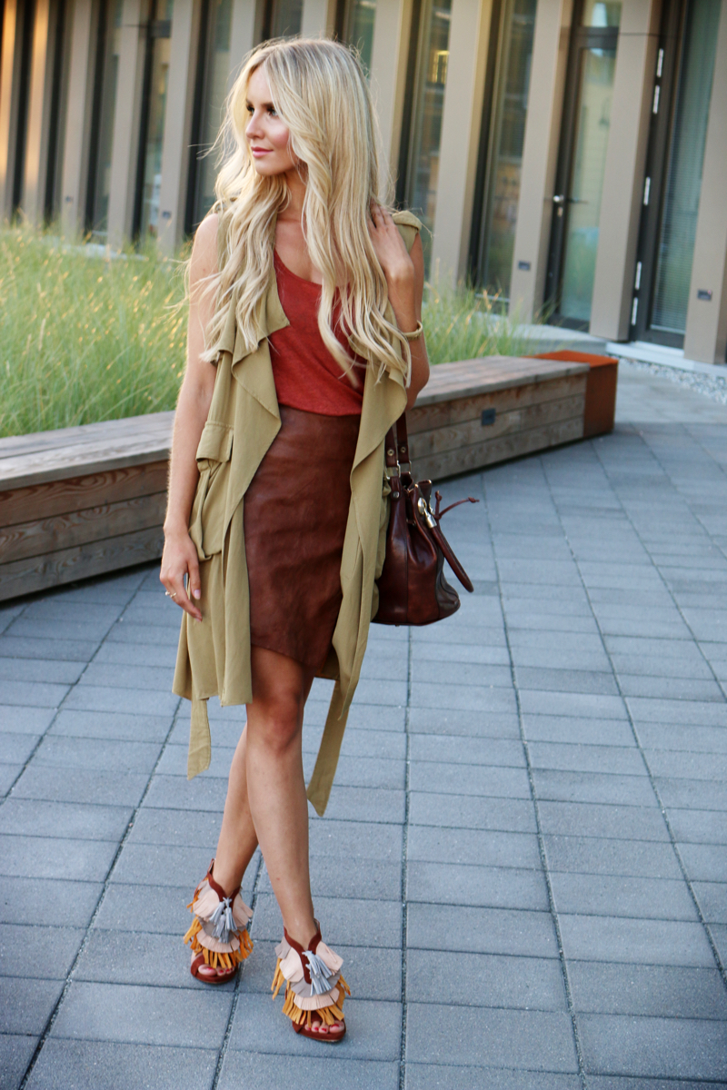 Outfit Green Sleeveless Coat Asymmetrical Leather Skirt Fringe Heels Zara