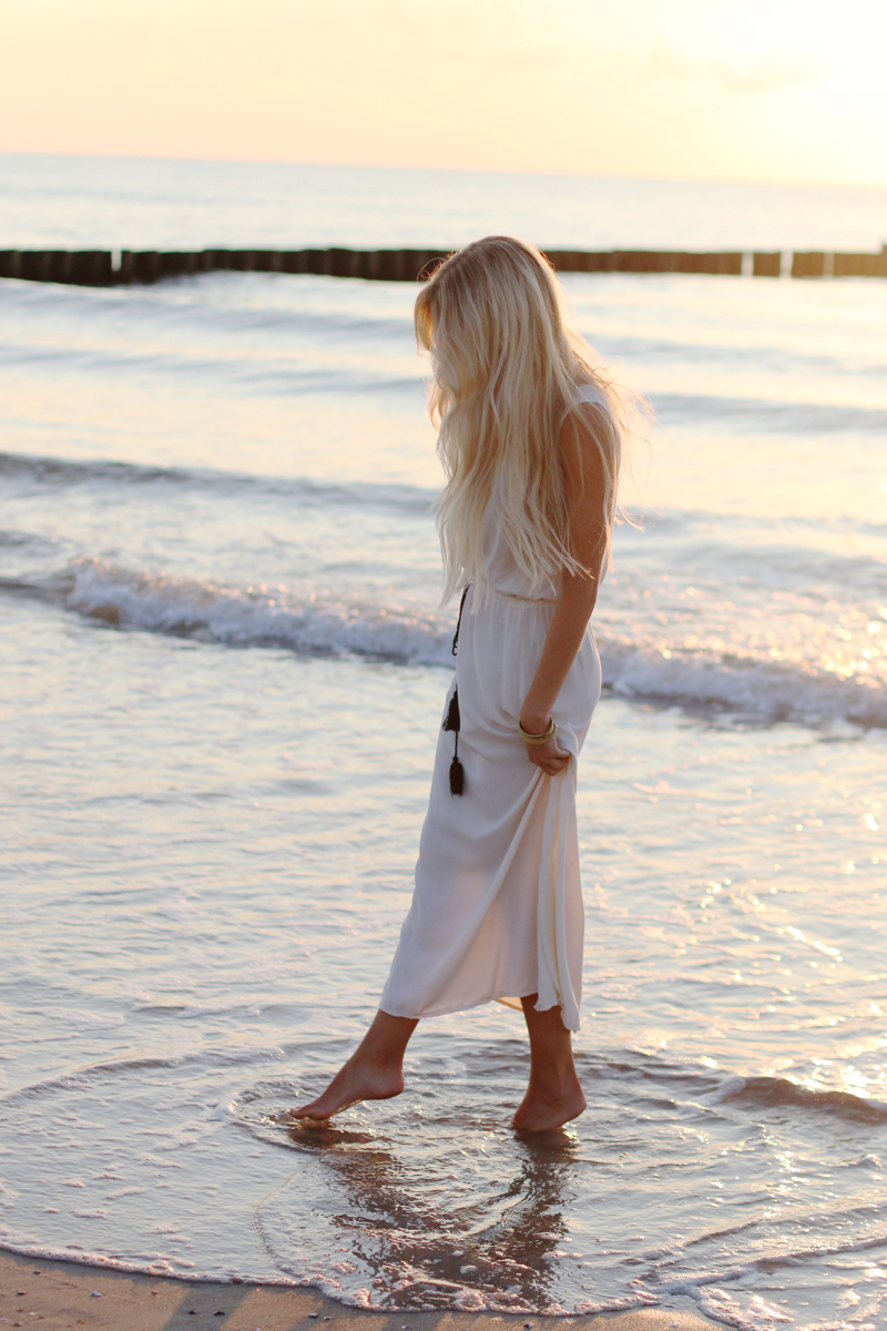 Long white embroidered Dress Zara Shein Summer Beach Outfit 3
