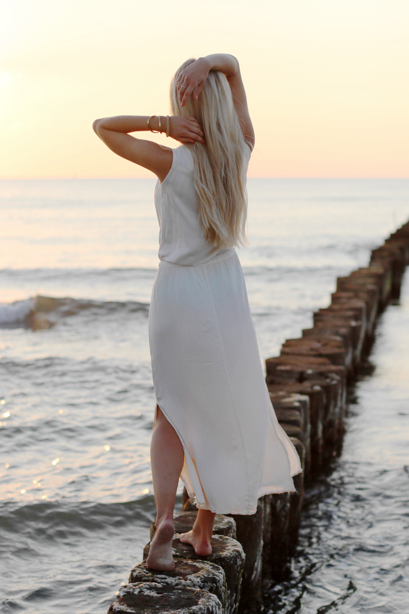 Long white embroidered Dress Zara Shein Summer Beach Outfit 6