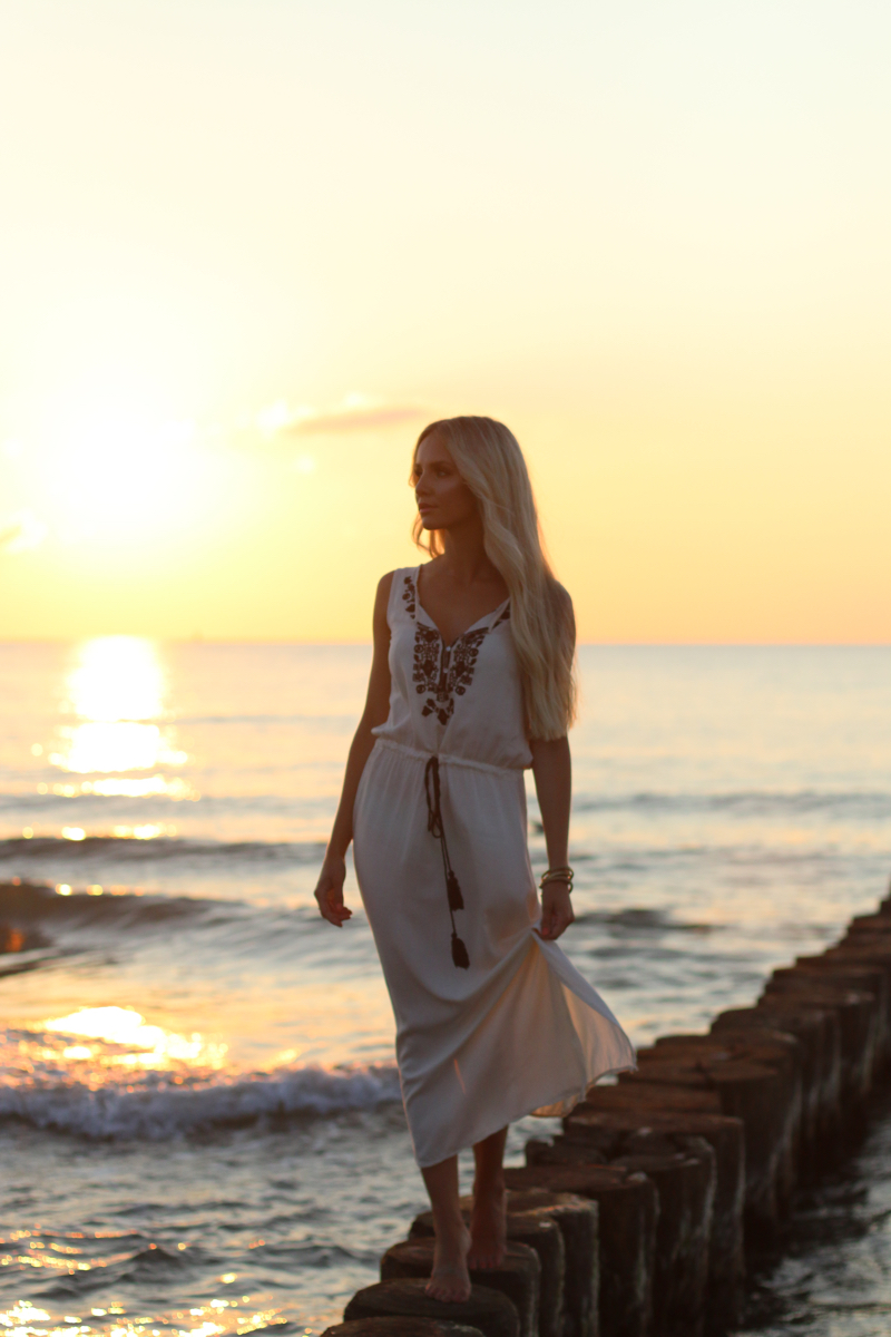Long white embroidered Dress Zara Shein Summer Beach Outfit 8