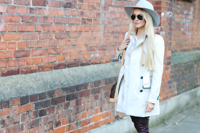 How to Style Leather Pants Zara Trench Coat Fedora Hat HM grey chelsea boots 3