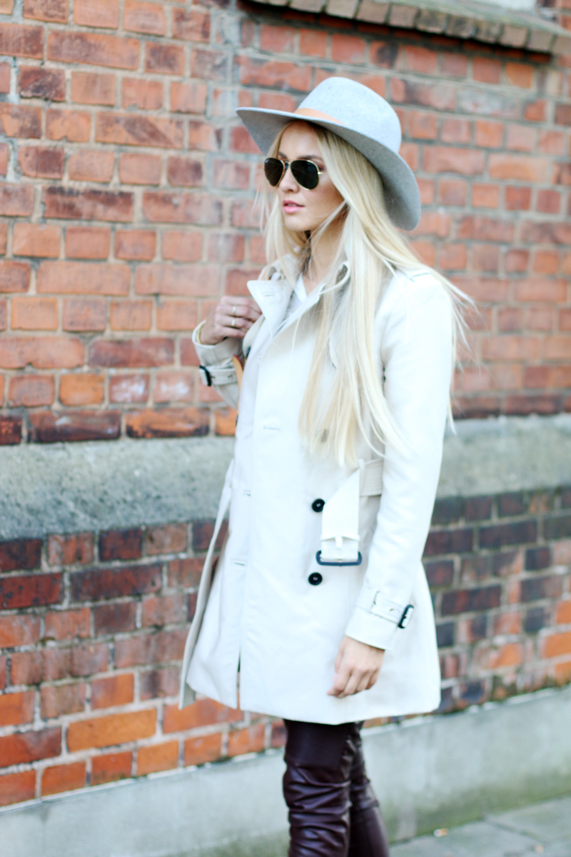 How to Style Leather Pants Zara Trench Coat Fedora Hat HM grey chelsea boots