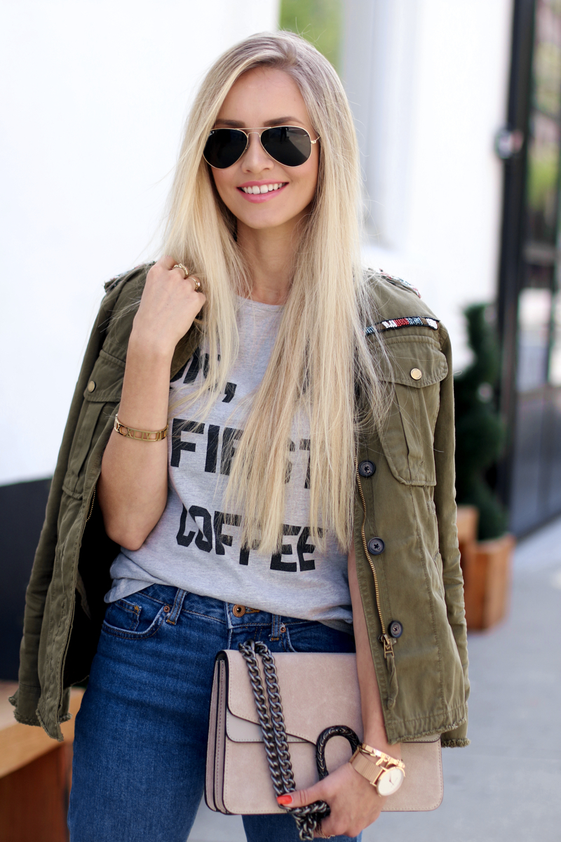 Ok but first Coffee T-Shirt Bershka Khaki Jacket Coppper Birkenstock Fringe Jeans Chloe Lookalike Jessica Buurmann 10