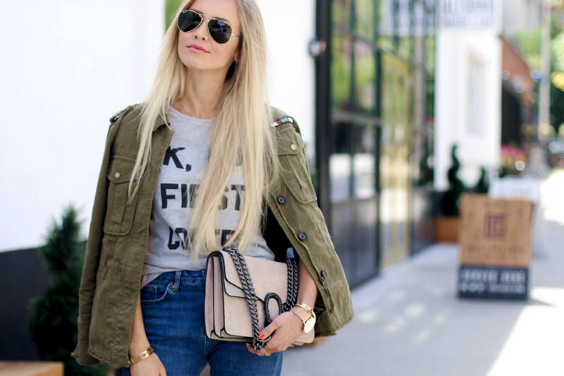 Ok but first Coffee T-Shirt Bershka Khaki Jacket Coppper Birkenstock Fringe Jeans Chloe Lookalike Jessica Buurmann 11