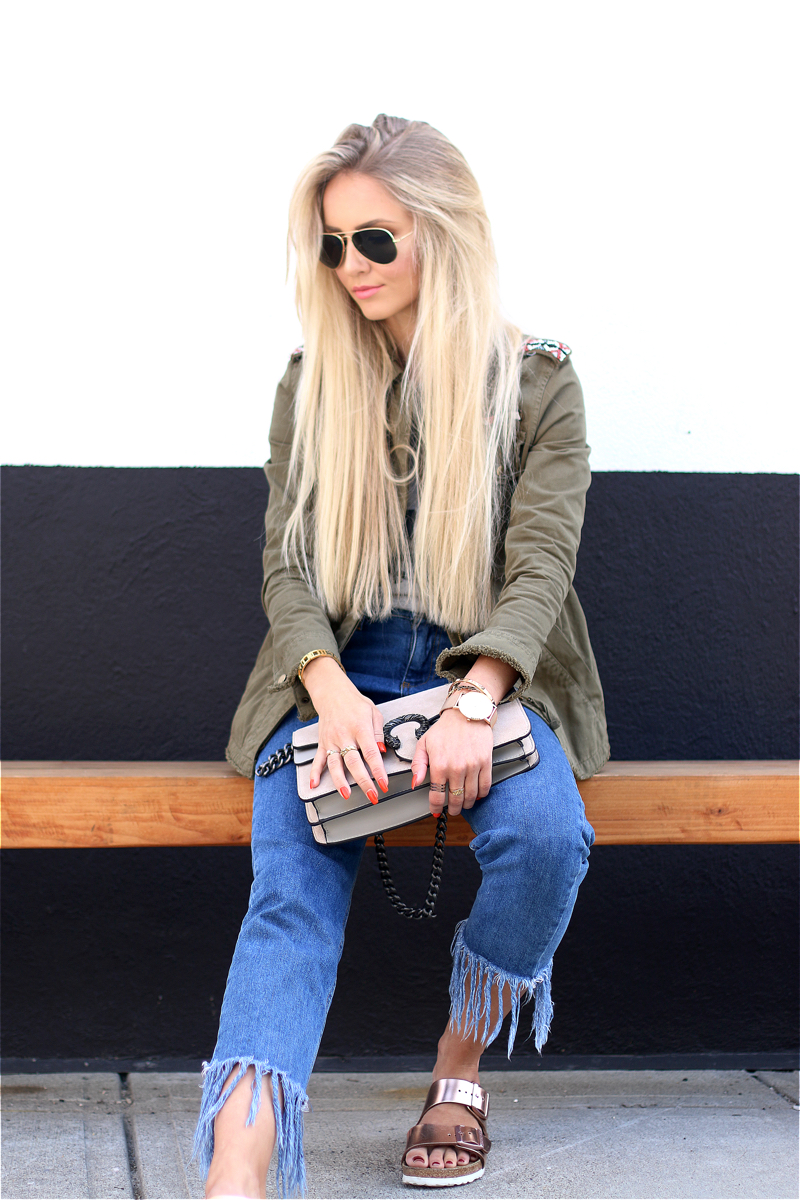 Ok but first Coffee T-Shirt Bershka Khaki Jacket Coppper Birkenstock Fringe Jeans Chloe Lookalike Jessica Buurmann 3