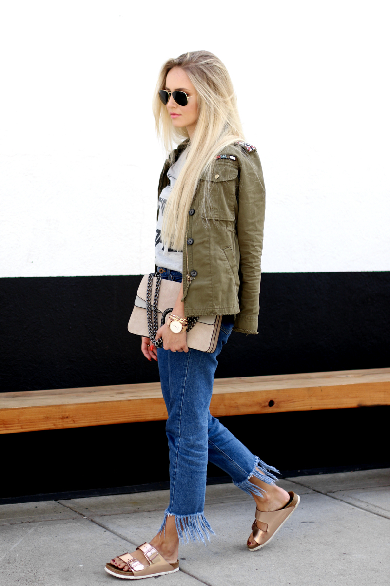 Ok but first Coffee T-Shirt Bershka Khaki Jacket Coppper Birkenstock Fringe Jeans Chloe Lookalike Jessica Buurmann 6
