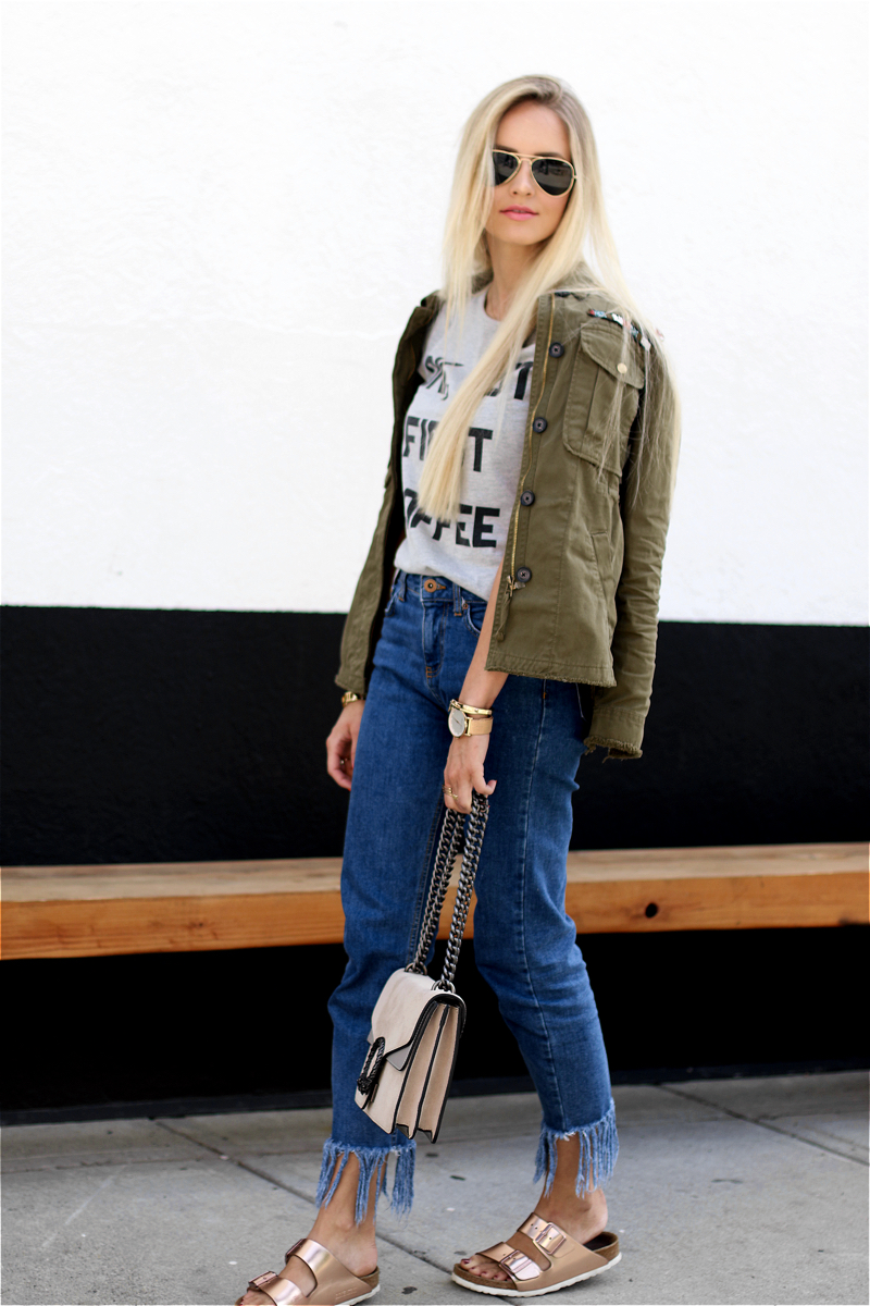 Ok but first Coffee T-Shirt Bershka Khaki Jacket Coppper Birkenstock Fringe Jeans Chloe Lookalike Jessica Buurmann 7