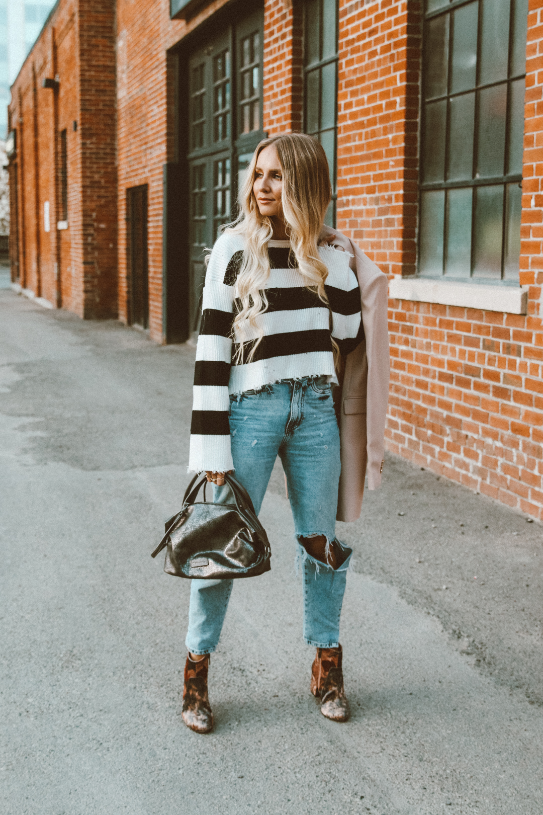 64f951f435 Yara Striped Sweater Outfit Zara Ripped Mom Jeans Casual Tamaris velvet  booties-7